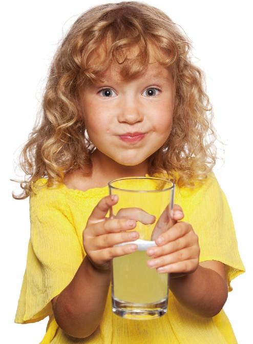 健康喝蜂蜜水,可愛女孩