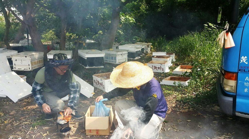 養蜂人起燻煙器