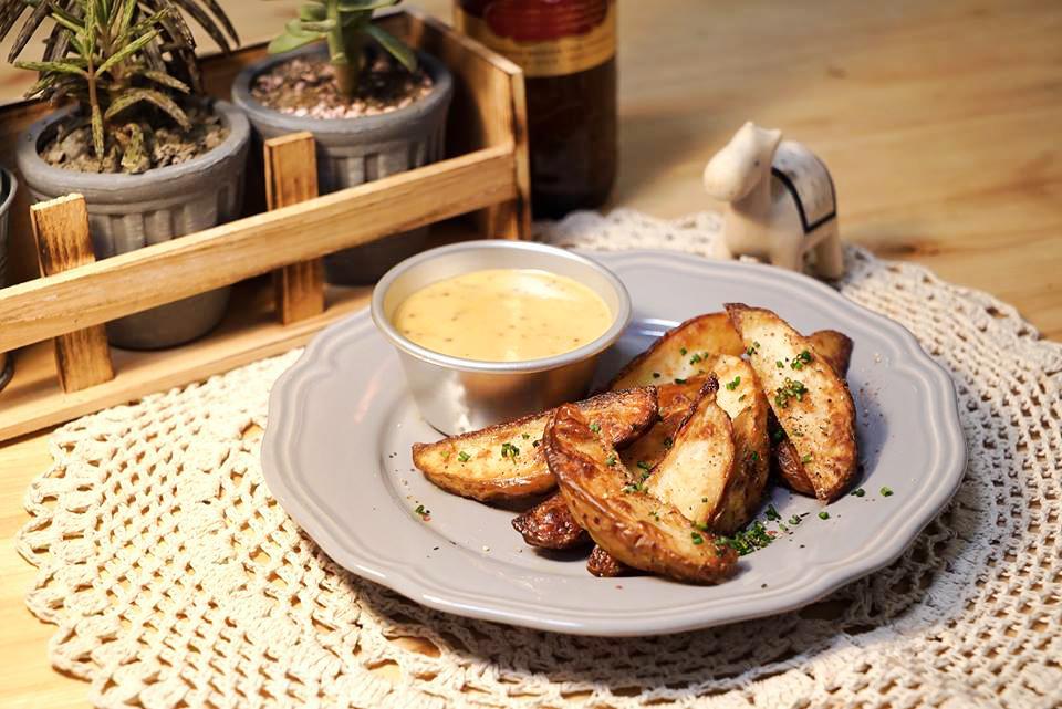 烘烤馬鈴薯塊佐蜂蜜芥末醬