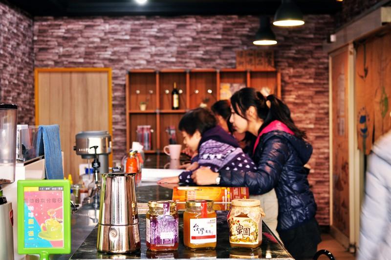 西螺咖啡推薦-蜂潮咖啡店內2
